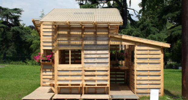 Build Just About Anything For Free With Pallets Off The