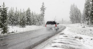 14 Winter Survival Items Everyone Should Store In Their Vehicle